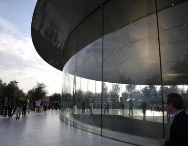 Los empleados de Apple se lastiman corriendo contra las paredes de vidrio en Apple Park 1
